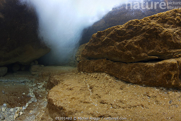 Turbulent water in Saane river tributary, Gruy�re, Fribourg, Switzerland, February, AQUATIC,BUBBLES,EUROPE,FRESHWATER,GRUYERE,LANDSCAPES,RIVER BED,RIVERBED,RIVERS,ROCKS,TEMPERATE,TURBULENCE,TURBULENT,UNDERWATER, Michel Roggo