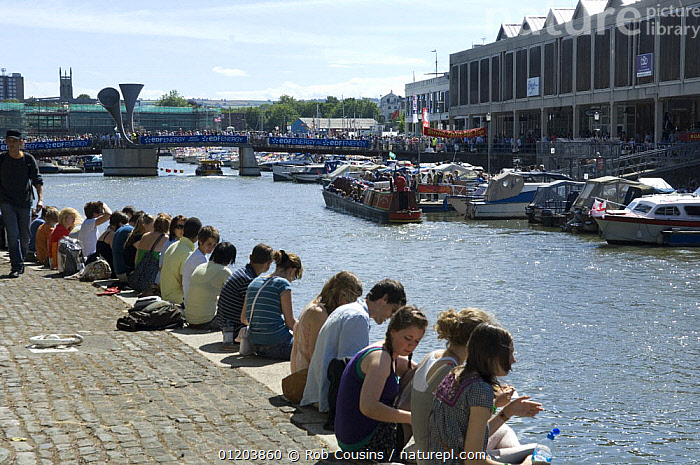 Spectators sitting on quayside at Bristol Harbour Festival, August 2008  ,  BOATS,CITIES,EUROPE,EVENTS,FESTIVALS,HARBOURS,LANDSCAPES,PEOPLE,QUAYSIDE,SITTING,UK,United Kingdom,British, United Kingdom, United Kingdom  ,  Rob Cousins