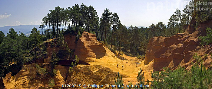 Tourists visiting the old ochre mine at Roussillon, Provence, France, June 2008. Ochre was extracted for paint.  ,  EUROPE,FRANCE,LANDSCAPES,PANORAMIC,PEOPLE,QUARRY,SANDSTONE  ,  Philippe Clement
