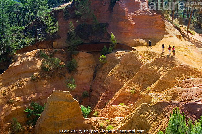 Tourists visiting the old ochre mines at Roussillon, Provence, France. June 2008.  ,  CLIFFS,EUROPE,FRANCE,LANDSCAPES,PEOPLE,QUARRY,SANDSTONE,Geology  ,  Philippe Clement
