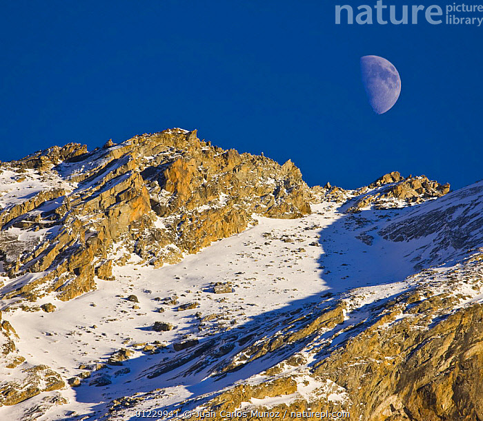 Moon over mountain landscape, Gran Paradiso NP, Valsavarenche, Aosta valley, Italian alps, ALPS,AOSTA,EUROPE,ITALY,LANDSCAPES,MOUNTAINS,NP,RESERVE,SNOW,VALLE,National Park, Juan Carlos Munoz