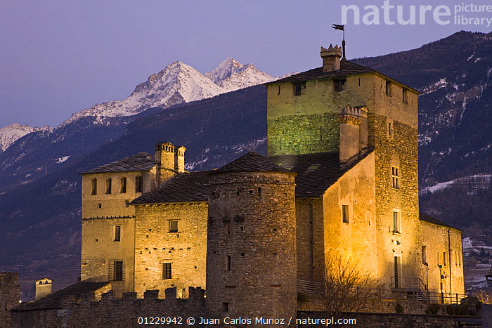 Sariod castle at Saint Pierre, Gran Paradiso NP, Aosta valley, Italian alps, ALPS,AOSTA,BUIDINGS,CASTLES,DUSK,EUROPE,FLOODLIGHTING,ITALY,LANDSCAPES,MOUNTAINS,NP,RESERVE,SNOW,VALLE,VILLAGES,National Park, Juan Carlos Munoz