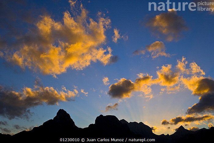 Gilbo mountain at sunrise, Picos de Europa NP, Riano, Leon, Northern Spain  October 2006, CANTABRIAN MOUNTAINS,CLOUDS,DAWN,EUROPE,LANDSCAPES,MOUNTAINS,NP,RESERVE,SILHOUETTES,SPAIN,SUNRISE,Weather,National Park, Juan Carlos Munoz