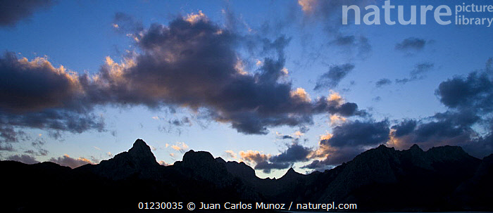 Silhouette of the Gilbo mountain range, Riano, Picos de Europa NP, Leon, Northern Spain  October 2006, CANTABRIAN MOUNTAINS,EUROPE,LANDSCAPES,MOUNTAINS,NP,RESERVE,SILHOUETTES,SPAIN,SUNRISE,National Park, Juan Carlos Munoz