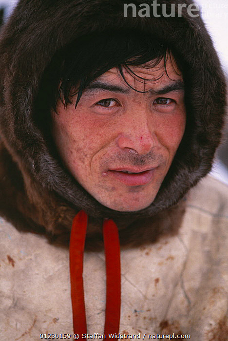 Nenets reindeer herdsman, Vassily Argeyev, K�nin Peninsula, Russia, 1996. Model released., ARCTIC,HUNTING FOOD,MAN,PEOPLE,PORTRAITS,RUSSIA,VERTICAL,CIS,Catalogue1, Staffan Widstrand