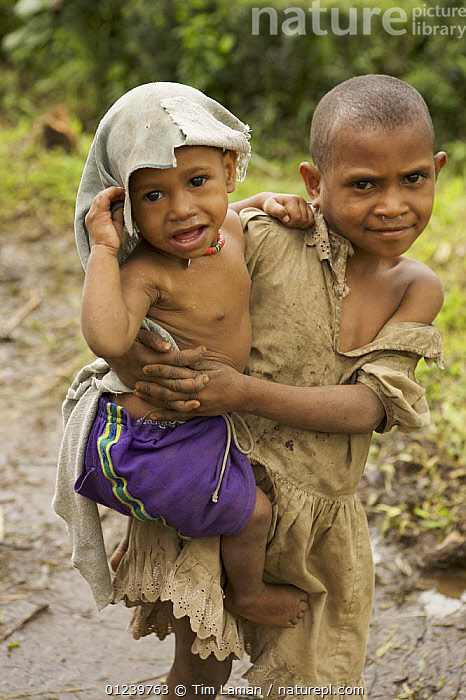 Tari valley girl looking after her younger sibling, Tari Valley vicinity, Southern Highlands Province, Papua New Guinea, September 2006  ,  ASIA,CHILDREN,OCEANIA,PEOPLE,SOUTH EAST ASIA,TRIBAL,TWO,VERTICAL,NEW GUINEA  ,  Tim Laman