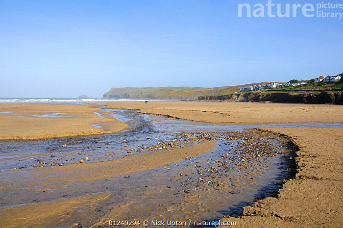 Freshwater stream flowing across Polzeath beach, Cornwall, UK. Blue Flag Beach  ,  BEACHES,COASTS,ENGLAND,EUROPE,LANDSCAPES,LOW TIDE,STREAMS,UK, United Kingdom, United Kingdom  ,  Nick Upton