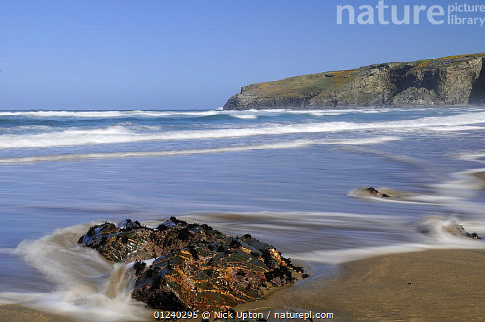 Rising tide on the beach at Trebarwith Strand, Cornwall, UK.  ,  BEACHES,BLUR,BLURRED,BLURRY,COASTS,ENGLAND,EUROPE,LANDSCAPES,MOVEMENT,TIME EXPOSURE,UK, United Kingdom, United Kingdom  ,  Nick Upton