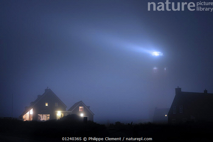The Cocksdorp lighthouse shining at night in thick fog, Texel, the Netherlands, April 2009  ,  ATMOSPHERIC,BEAM,BUILDINGS,COASTS,EUROPE,HOLLAND,LIGHT,LIGHTHOUSES,LIGHTS,MIST,NIGHT,NORTH SEA,WARNING,WEATHER,Catalogue1  ,  Philippe Clement