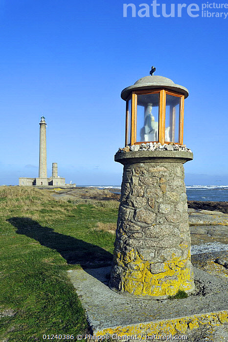 The Gatteville lighthouse at the Pointe de Barfleur, Normandy, France, December 2008  ,  BUILDINGS,COASTS,ENGLISH CHANNEL,EUROPE,FRANCE,LANDSCAPES,LIGHT,LIGHTHOUSES,NORTH SEA,VERTICAL  ,  Philippe Clement