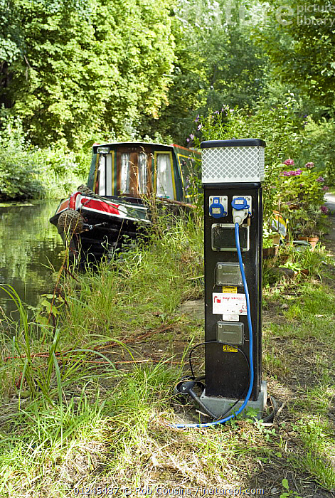 Mooring power point on the Oxford Canal at Oxford, UK. August 2009., CANAL BOATS,CANALS,CRUISING,EUROPE,MOORED,POWERPOINT ,PROVISIONS,SUMMER,UK,VERTICAL,WOODLANDS,BOATS, BARGES  , United Kingdom, United Kingdom, Rob Cousins