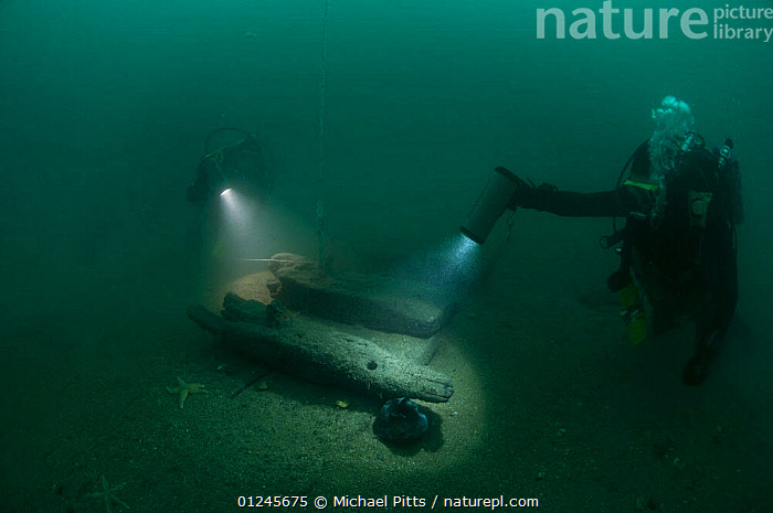 Divers at 30 meters, examining the exposed hull of an unknown wreck off the south coast, UK.. September 2009.  ,  BOATS,DIVING,EUROPE,HISTORICAL,HULLS,LIGHTS,MARINE,PEOPLE,SEA BED,TEMPERATE,UK,UNDERWATER,WRECKS,BOAT-PARTS, United Kingdom, United Kingdom, United Kingdom, United Kingdom, United Kingdom  ,  Michael Pitts