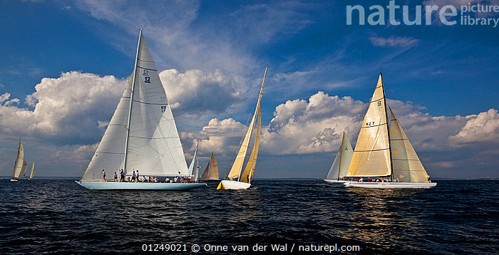 Yachts around a mark at the 12 Metre World Championships, Newport, Rhode Island, USA. September 2009.  ,  12 METERS,12 METRES,FLEETS,MANOEUVRES,MARKERS,METER,NORTH AMERICA,PANORAMIC,RACING,SAILING BOATS,USA,YACHTS,BOATS,SAILING-BOATS,NAVIGATION  ,  Onne van der Wal