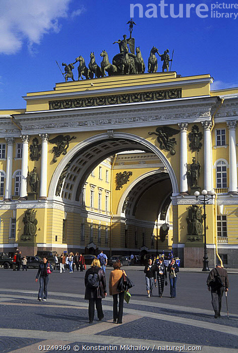 Dvortsovays Square (Winter Palace Square), City of St. Petersburg, Russia, June 2007  ,  ARCH,BUILDINGS,CITIES,EUROPE,LANDSCAPES,PEOPLE,RUSSIA,STATUES,VERTICAL  ,  Konstantin Mikhailov