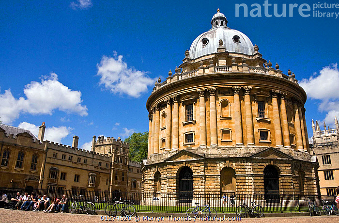 Radcliffe Camera with bikes chained to railings, Oxford, UK. June 2009.  ,  ARCHITECTURE,BICYCLES,BRASENOSE COLLEGE,BUILDINGS,CITIES,EUROPE,HISTORICAL,LANDSCAPES,LIBRARY,OLD,SUMMER,UK,UNIVERSITY, United Kingdom,Oxfordshire, United Kingdom  ,  Merryn Thomas