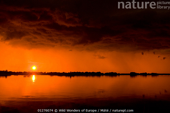 Prypiat river at sunset, Belarus, June 2009  ,  BELARUS,BENCE M�T�,CLOUDS,EUROPE,LANDSCAPES,ORANGE,PRIPYAT,RIVERS,SILHOUETTES,SUNSET,WWE,Weather  ,  Wild Wonders of Europe / Máté