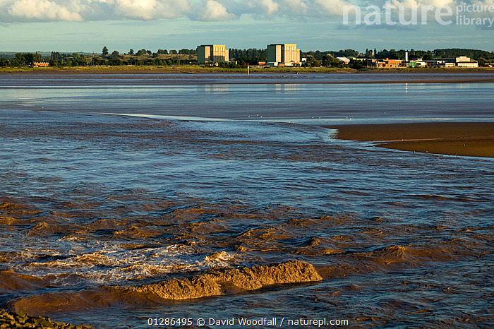 Berkeley nuclear power station (now decommissioniing) on banks of Severn Estuary. England, August 2009  ,  BUILDINGS,ENERGY,ESTUARIES,EUROPE,LANDSCAPES,NUCLEAR,POWER,UK,URBAN,WATER, United Kingdom  ,  David Woodfall