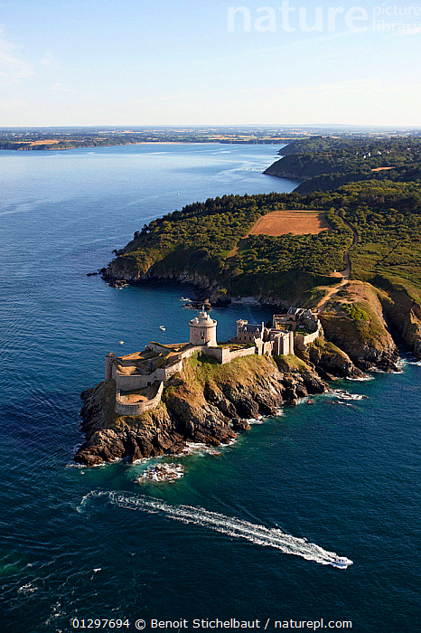 Castle of La Latte, C�tes d'Armor, Brittany, France, 2010.  ,  BOATS,BUILDINGS,CASTLES,CLIFFS,COASTS,CRUISING,EUROPE,FORT,FORTS,FRANCE,HISTORICAL,LANDSCAPES,MOTORBOATS,ROCKS,VERTICAL,WAKE,Geology,core collection xtwox  ,  Benoit Stichelbaut