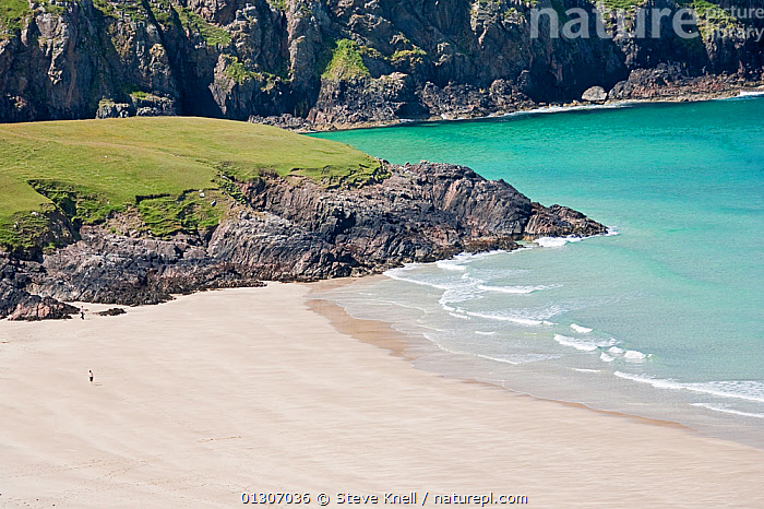 Sandy cove on Isle of Lewis, Western Isles, Scotland. July 2009  ,  BEACHES,CLIFFS,COASTS,EUROPE,HOLIDAYS,ISLANDS,LANDSCAPES,PEOPLE,SAND,SEA,UK,Geology,Concepts,United Kingdom  ,  Steve Knell