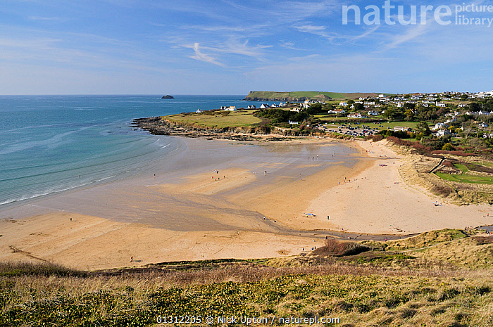 View of Daymer Bay, Trebetherick and Pentire Head from Brae Hill, north Cornwall, UK, April 2010., BEACHES,BOATS,COASTS,ENGLAND,ESTUARIES,EUROPE,HEADLANDS,LANDSCAPES,LEISURE,PEOPLE,RECREATIONAL,SAND,SEA,SPRING,SUNNY,TOURISM,UK,United Kingdom, Nick Upton