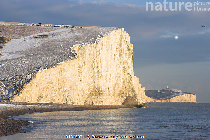The Seven Sisters chalk cliffs with a dusting of snow. Cuckmere Haven, Sussex, UK, December 2009.  ,  BEACHES,chalk,CLIFFS,COASTS,COLD,COUNTRYSIDE,EUROPE,LANDSCAPES,sea,seas,seascapes,SNOW,UK,WHITE,Geology,ENGLAND,United Kingdom  ,  Peter Lewis