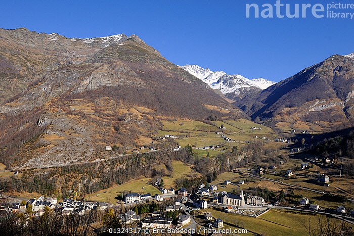 View of Gedre village, Gave de Gavarnie valley and Soum de Diozede, Estragna, Bugarret peaks. Pyrenees mountain, Haute-Pyrenees, Gascogne, France, January 2011  ,  BUILDINGS,EUROPE,GEOLOGY,LANDSCAPES,MOUNTAINS,SNOW,TOURISM,VILLAGES,WINTER  ,  Eric Baccega