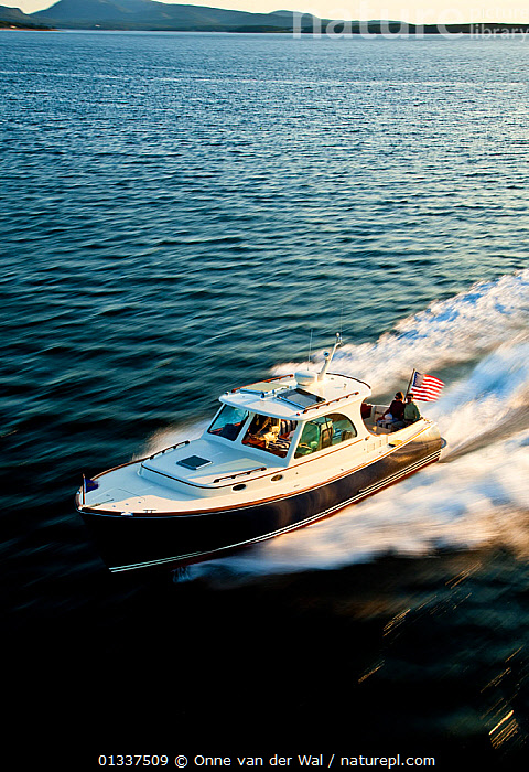 Hinckley T38 speedboat travelling at speed. Rhode Island, USA, August 2008. All non-editorial uses must be cleared individually.  ,  BOATS,COASTS,CRUISING,ESCAPISM,LIFESTYLE,MOTORBOATS,NORTH AMERICA,PEOPLE,PLANING,SPEED,SPEEDBOATS,SPRAY,VERTICAL,WAKE,CONCEPTS  ,  Onne van der Wal