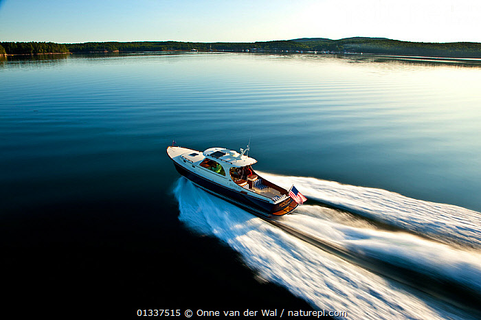 Hinckley T38 speedboat planing off Rhode Island, USA, August 2008. Model and property released.  ,  ASPIRATIONS,BOATS,CALM,COASTS,CRUISING,ESCAPISM,FREEDOM,HIGH ANGLE SHOT,LIFESTYLE,MOTORBOATS,NORTH AMERICA,PLANING,REAR VIEWS,RIPPLES,SPEED,SPEEDBOATS,SPRAY,WAKE,CONCEPTS,core collection xtwox  ,  Onne van der Wal