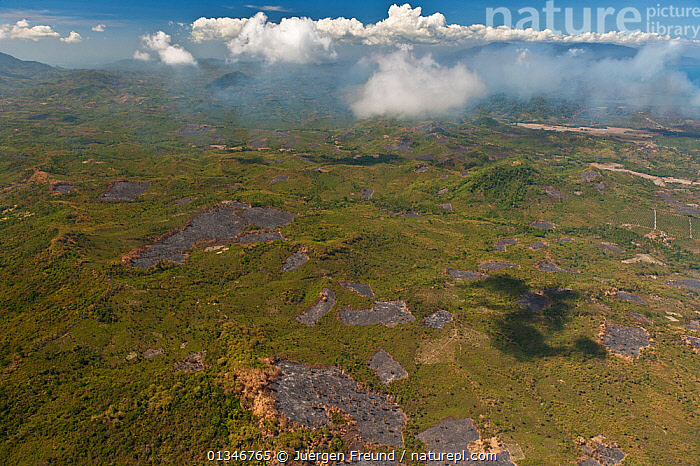 Aerial view showing slash and burned patches of barren land amidst other cultivated vegetation. Philippines, April 2010  . NOT AVAILABLE FOR MAGAZINE USE IN GERMAN-SPEAKING COUNTRIES UNTIL 1ST JULY 2013.  ,  AERIALS,AGRICULTURE,CORAL TRIANGLE,DEFORESTATION,ENVIRONMENTAL,INDO PACIFIC,LANDSCAPES,SOUTH EAST ASIA,  ,  Jurgen Freund