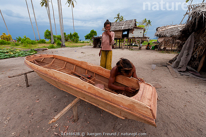 Bajau Laut sea gypsies making a boat. Sibuan Island, Malaysia, June 2009., ASIA,BOATBUILDING,BOAT BUILDING,BOATS,CONSTRUCTION,CORAL TRIANGLE,CRAFTSMAN,CULTURES,DRY LAND,HULLS,INDO PACIFIC,ISLANDS,MEN,OPEN BOATS,PEOPLE,SOUTH EAST ASIA,TRADITIONAL,VILLAGES,WOMEN,WOODEN,WORKING,,BOAT-PARTS,SOUTH-EAST-ASIA, Jurgen Freund