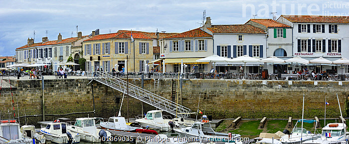 Restaurants in the harbour at Saint-Martin-de-R� on the island Ile de R�, Charente-Maritime, France September 2011  ,  BOATS,BUILDINGS,COASTAL,COASTS,EUROPE,HARBOURS,LANDSCAPES,MARINE,MOORED,MOTORBOATS,PANORAMIC,PEOPLE  ,  Philippe Clement