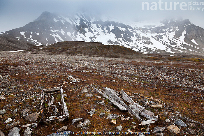 Graves of two 17th century Whalers, Trygghamna Fjord, Spitzbergen, Svalbard, Norway, July 2011  /   Tombes de baleiniers.  ,  ARCTIC,DEATH,EUROPE,GRAVE,LANDSCAPES,NORWAY,PEOPLE,SPITSBERGEN,SPITZBERG,SPITZBERGEN,SVALBARD,WHALERS,Scandinavia  ,  Christophe Courteau