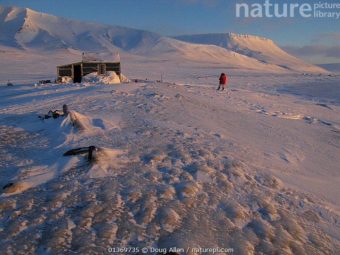 Base hut for cameraman Doug Allan on polar bear filming expedition. Kong Karl's Land, Svalbard, Norway, March. Freeze frame book plate page 18.  ,  ARCTIC,BUILDINGS,EUROPE,EXPEDITIONS,FREEZE FRAME,ISOLATED,LANDSCAPES,MOUNTAINS,NORWAY,ONE,OUTDOORS,PEACEFUL,PEOPLE,SPACE,SVALBARD,Scandinavia  ,  Doug Allan