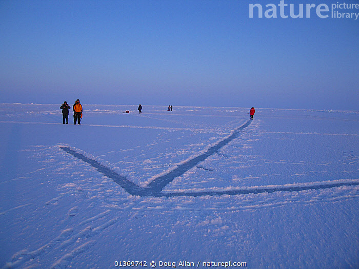 Arrow signalling where a submarine will breach the ice sheet. Beaufort Sea, Alaska, USA, March. Freeze frame book plate page 130.  ,  ARCTIC,EXPEDITIONS,FREEZE FRAME,ICE,ICECAP,LANDSCAPES,NORTH AMERICA,PEOPLE,USA  ,  Doug Allan