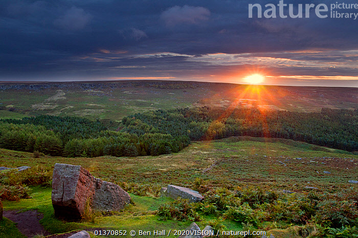 View from Higger Tor at dawn, Peak District NP, UK, September 2011  ,  ATMOSPHERIC,EUROPE,MOORLAND,PEAK DISTRICT,2020VISION,ENGLAND,HIGH ANGLE SHOT,LANDSCAPES,NP,SUN RISING,SUNRISE,UK,National Park,United Kingdom  ,  Ben Hall / 2020VISION