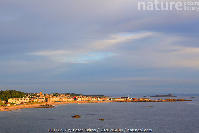 View over coastal town of North Berwick, Scotland, UK, August  ,  2020VISION,ECOTOURISM,LANDSCAPES,SCOTLAND,SEAS,UK,COASTAL WATERS,ECO TOURISM,EUROPE,United Kingdom  ,  Peter Cairns / 2020VISION