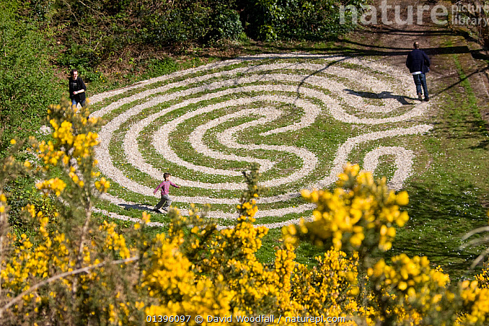 Maze, made out of cockle shells, in Rosehall Quarry Community Park, Swansea 2009  ,  EUROPE,GREENSPACES,LANDSCAPES,MAZES,OUTDOORS,PARKS,PEOPLE,RECREATION,SOUTH WALES,UK,WALES,United Kingdom  ,  David Woodfall