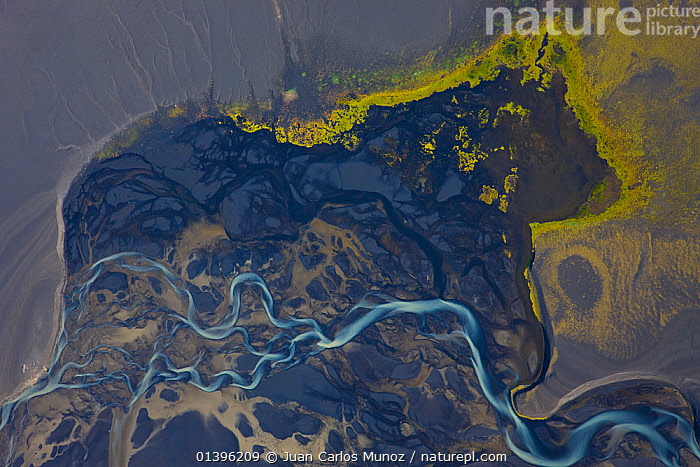 Aerial view of River Tungnaa flowing over wetlands, with melt water from the Vatnajojull glacier, Iceland  ,  ABSTRACT,AERIALS,BLACK,COASTS,EUROPE,GLACIERS,ICELAND,PATTERNS,RIVERS,SAND,WATER,Geology  ,  Juan Carlos Munoz