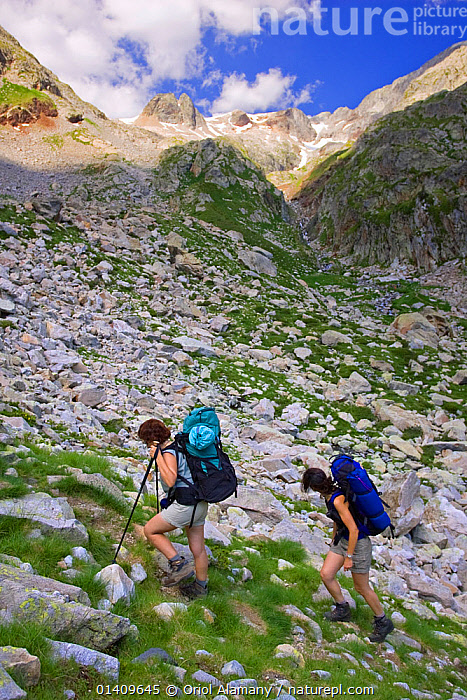 Two women hiking in Remune valley, Posets-Maladeta Natural Park, Pyrenees, Huesca, Aragon, Spain. Model released., EUROPE,HIKING,LANSDCAPES,MOUNTAINEERING,MOUNTAINS,PEOPLE,SPAIN,TREKKING,VERTICAL,WALKING,WOMEN,SPORTS, Oriol Alamany