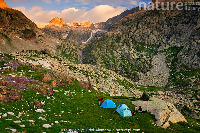 Hikers with tents at dawn in the valley of Remuae, Posets-Maladeta Natural Park, Ribagorza, Pyrenees, Huesca, Aragon, Spain. Model released., CAMPING,EUROPE,HIKING,LANDSCAPES,MOUNTAINEERING,MOUNTAINS,PEOPLE,SPAIN,TENTS,SPORTS, Oriol Alamany