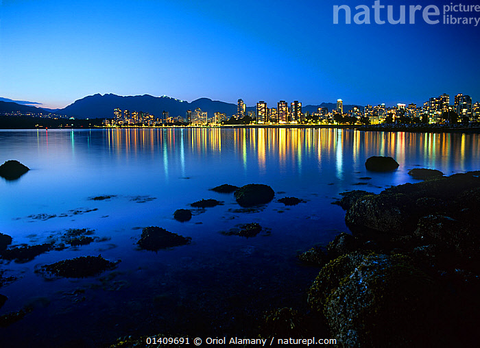 The city of Vancouver at sunset reflected in the bay, seen from Haden Park, British Columbia, Canada, BAYS,CITIES,COASTS,LANDSCAPES,LIGHTS,NORTH AMERICA,PACIFIC OCEAN,SUNSETS, Oriol Alamany