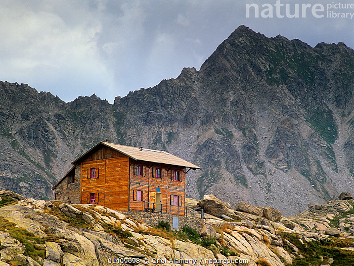 Colomina mountain hut and Colomina Peak, Aiguestortes i Estany de Sant Maurici National Park, Vall Fosca, Pyrenees, Pallars Jussa�, Catalonia, Spain, BUILDINGS,EUROPE,LANDSCAPES,MOUNTAINS,NP,REFUGE,RESERVE,SPAIN,National Park, Oriol Alamany