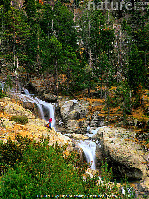 Hikers on Toll del Mas waterfall, Aiguestortes i estany de Sant Maurici National Park, Pyrenees, Alta Ribagorza, Catalonia, Spain, EUROPE,HIKING,LANDSCAPES,MOUNTAINEERING,NP,PEOPLE,RESERVE,RIVERS,TREKKING,VERTICAL,WALKERS,WALKING,WATERFALLS,SPORTS,National Park, Oriol Alamany