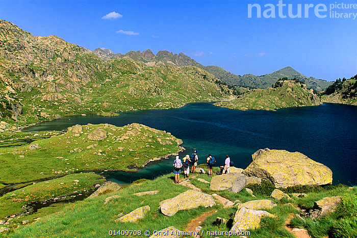 Hikers at Circ de Colomers, trekking the 'Carros de Foc' and GR11 routes, Aiguestortes i Estany de Sant Maurici National Park, Vall d'Aran, Pyrenees, Catalonia, Spain, CIRQUE,EUROPE,HIKING,LAKES,LANDSCAPES,MOUNTAINEERING,MOUNTAINS,NP,PEOPLE,RESERVE,SPAIN,TREKKING,WALKING,SPORTS,National Park, Oriol Alamany