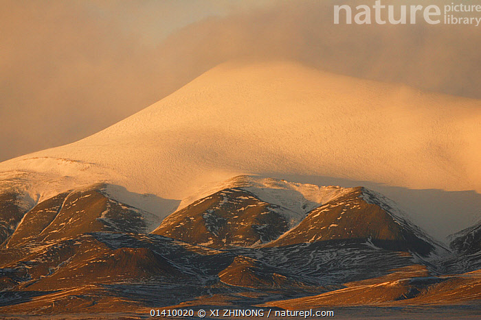 Yuxu mountain covered in snow, Kekexili, Qinghai, China, December 2006, ASIA,CHINA,CLOUDS,LANDSCAPES,MOUNTAINS,SNOW,TIBETAN PLATEAU,WINTER,Weather, XI ZHINONG