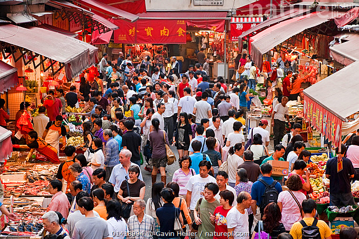 Looking down over crowded market scene, Wan Chai, Hong Kong, China 2007, ASIA,BUSY,CHINA,CITIES,CROWDS,FOOD,LANDSCAPES,MARKETS,PEOPLE,STALLS,TRAVEL,URBAN,VENDORS, Gavin Hellier