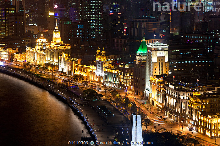 Shanghai night skyline, the view along Huangpu River and the Bund, Shanghai, China 2010. No release available., AERIALS,ASIA,BUILDINGS,Bund,catalogue5,CHINA,CITIES,cityscape,elevated view,Huangpu River ,ILLUMINATED,LANDSCAPES,large group of people,LIGHTS,lit up,MODERN,NIGHT,outdoors,PEOPLE,perspective,Republic of China,RIVERS,Shanghai,Travel,travel destination,URBAN,WATER, Gavin Hellier