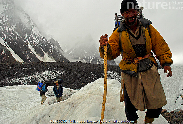 Three Balti porters on the Baltoro Glacier, Concordia, Central Karakoram National Park, Pakistan, July 2007., ASIA,ASIAN ETHNICITY,ATMOSPHERIC,CARRYING,CLOUDS,GLACIERS,HIKING,HIMALAYA,HIMALAYAS,INDIAN SUBCONTINENT,KARAKORAM,LANDSCAPES,MEN,MOUNTAINS,OUTDOORS,PEOPLE,PORTER,SNOW,THREE,TREKKING,UPLANDS,WALKING,Weather,Geology, Enrique Lopez-Tapia
