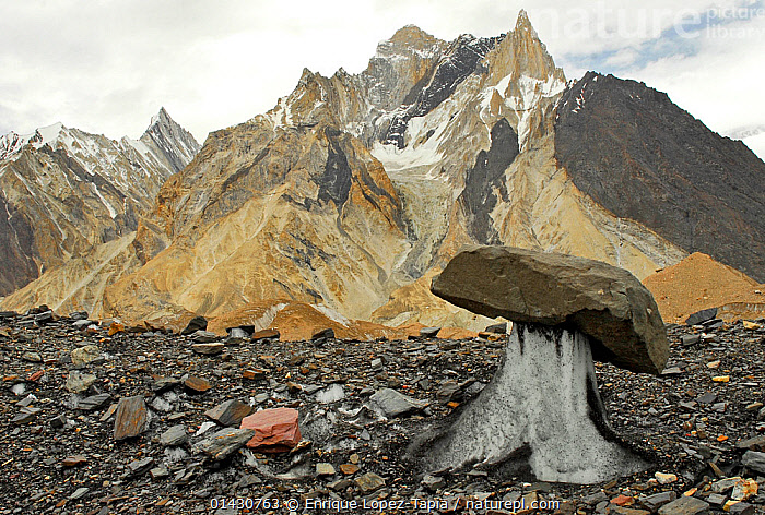 Rocks on the surface of the Baltoro Glacier, with mountains in the background, Central Karakoram National Park, Pakistan, June 2007., ASIA,GLACIERS,HIMALAYA,HIMALAYAS,INDIAN SUBCONTINENT,KARAKORAM,LANDSCAPES,MOUNTAINS,NP,RESERVE,ROCKS,UPLANDS,Geology,National Park, Enrique Lopez-Tapia