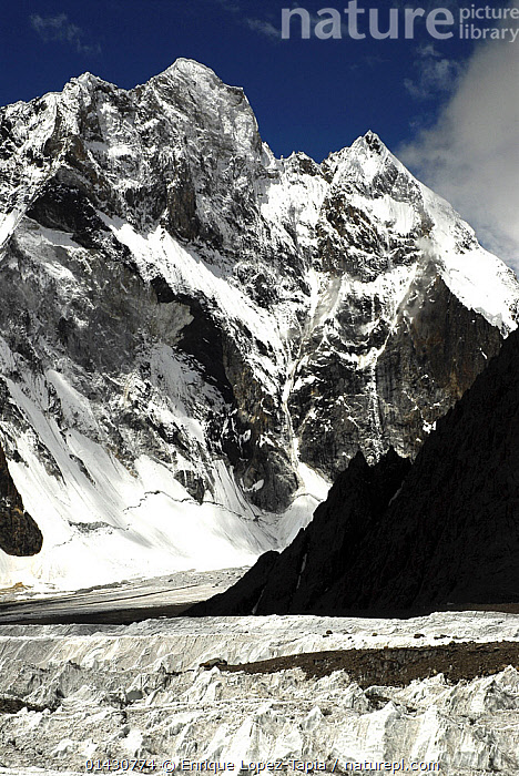 View of the Godwin-Austen Glacier, with Broad Peak (8,051m) in the background, Central Karakoram National Park, Pakistan, June 2007.  ,  ASIA,GLACIERS,HIMALAYA,HIMALAYAS,ICE,INDIAN SUBCONTINENT,KARAKORAM,LANDSCAPES,MOUNTAINS,SNOW,UPLANDS,VERTICAL,Geology  ,  Enrique Lopez-Tapia